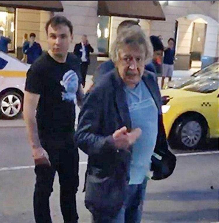 В суде обнародовали видео, на котором Михаил Ефремов невнятно мычит что-то на камеру