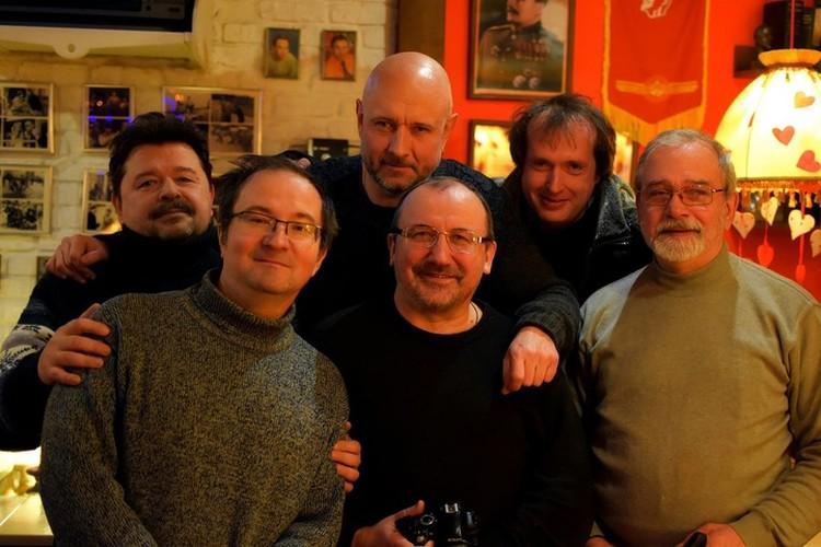 С коллегами. Фото: архив Олега Измайлова