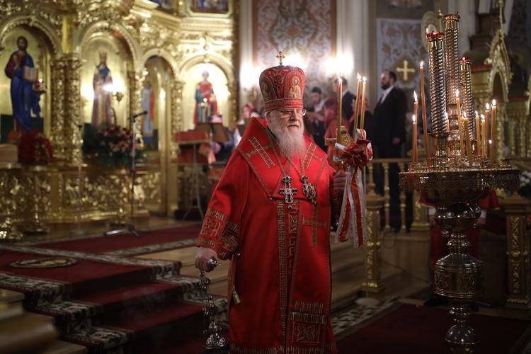 Владыка на пасхальной службе в Краснодаре в апреле 2020 года