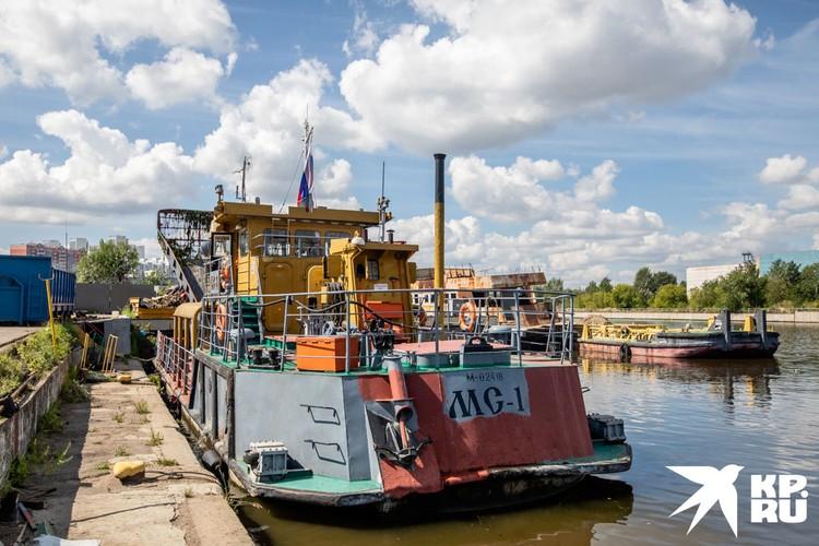 Судно МС-1 на пристани «Мосводостока».