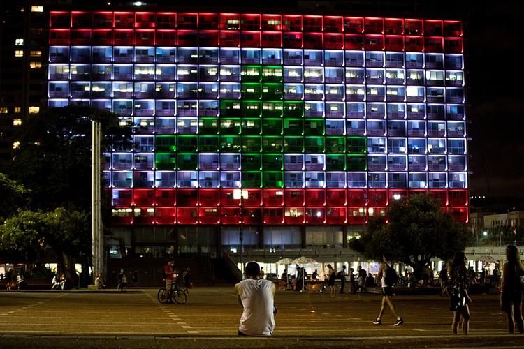 Невероятно, но факт: в Тель-Авиве, по сути дела, был поднят вражеский флаг