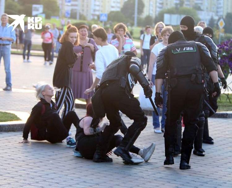 Что будет завтра – комендантский час, чрезвычайное положение, тотальные аресты? Или революция?