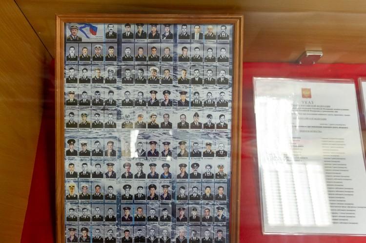 Все 118 членов экипажа погибли вместе с подлодкой.