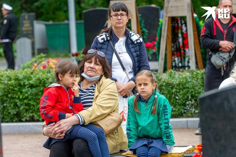Для мамы матроса Сергея Витченко боль утраты не утихнет никогда