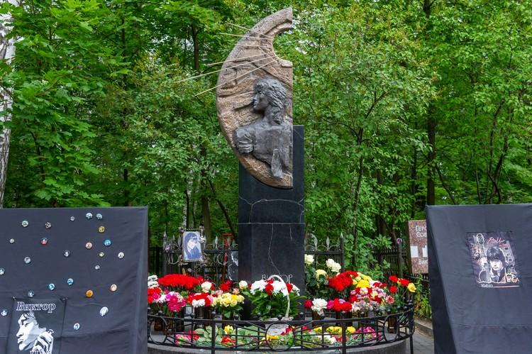 Поклонники хотят отреставрировать памятник музыканту