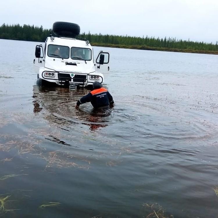 Напрямую через озеро никак - пришлось бегом бежать вокруг. Фото предоставлено Алексеем Тарасовым