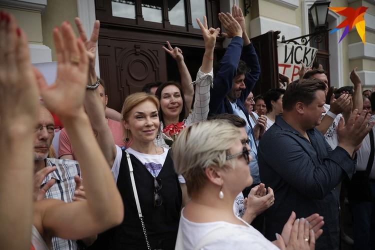 Артисты Купаловского театра после встречи с министром.