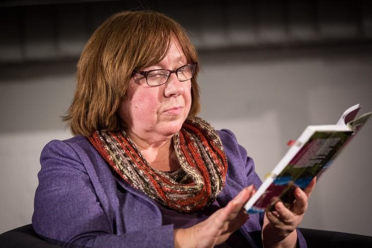 Самый известный член Совета — Светлана Алексиевич человек-парадокс, пишущая на русском языке лауреат Нобелевской премии по литературе, которая этот язык не очень любит.