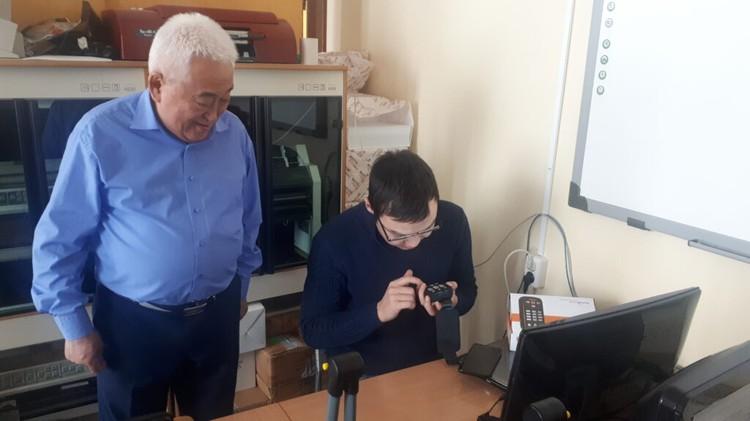 На занятиях студенты с особыми образовательными потребностями используют специальное оборудование. Фото: предоставлено ЯРАИСИС.