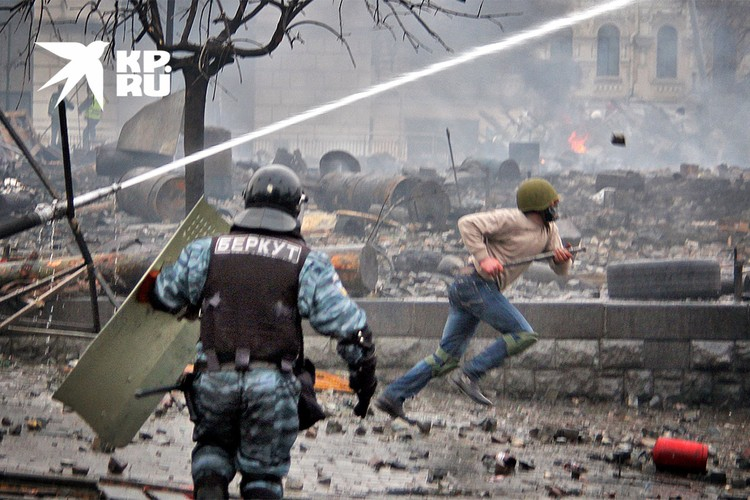 """Февраль 2014 года, дни пика противостояния """"Беркута"""" и протестующих в центре Киева."""