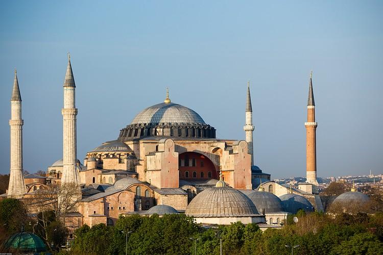 В июле светский статус на религиозный сменила стамбульская Айя-София