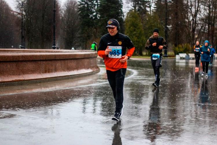 В 2018 году Дмитрий пробежал полумарафон.
