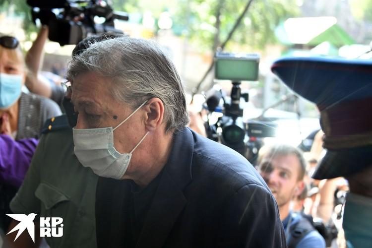 В Пресненском суде во время очередного заседания по делу о смертельном ДТП с участием Михаила Ефремова выступил новый тайный свидетель.