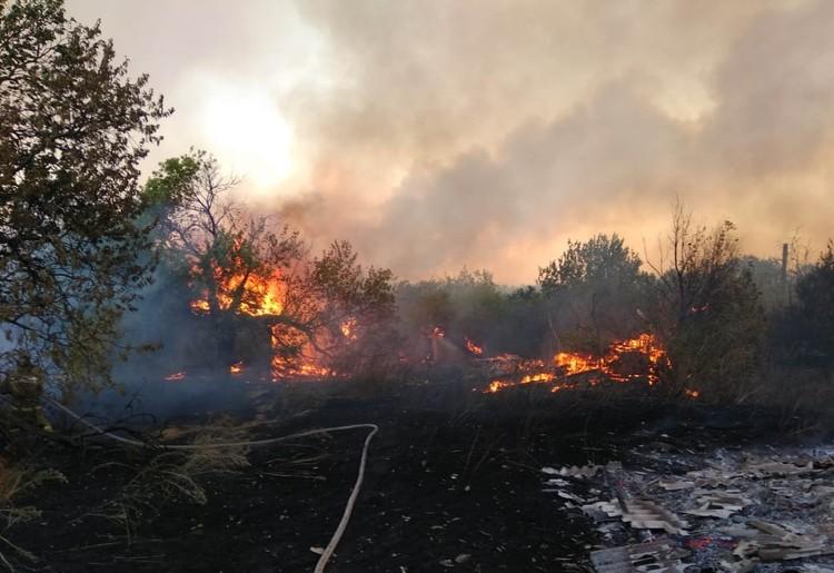 Последствия огненной стихии. Фото: Главное управление МЧС России по Ростовской области