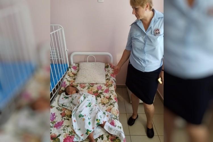 Ребенок под наблюдением медиков. Фото: МВД СК