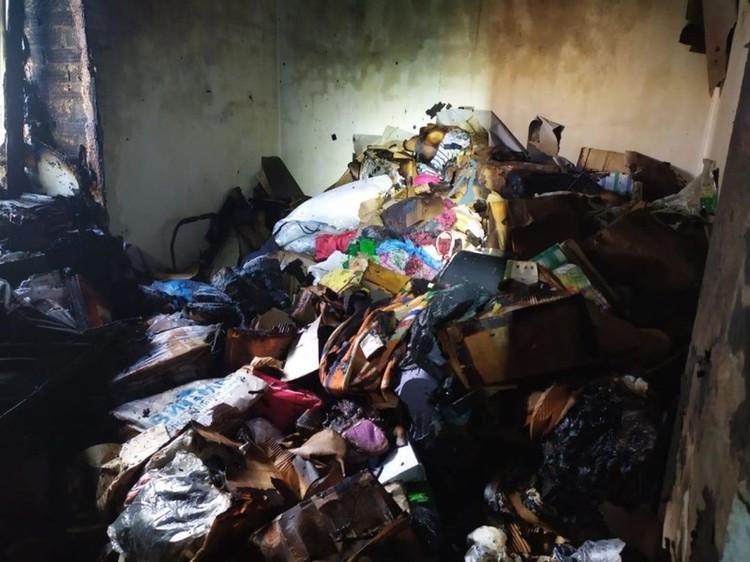 Предположительно, загорелись вещи. Фото: ГУ МЧС России по Новосибирской области.