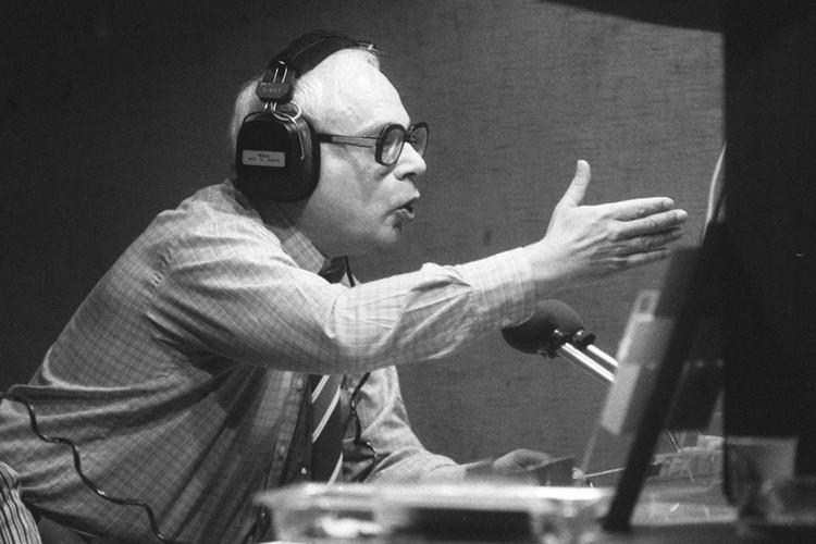 Владимир Ворошилов на съемках передачи 1988 года. Фото Олега Иванова /Фотохроника ТАСС/.