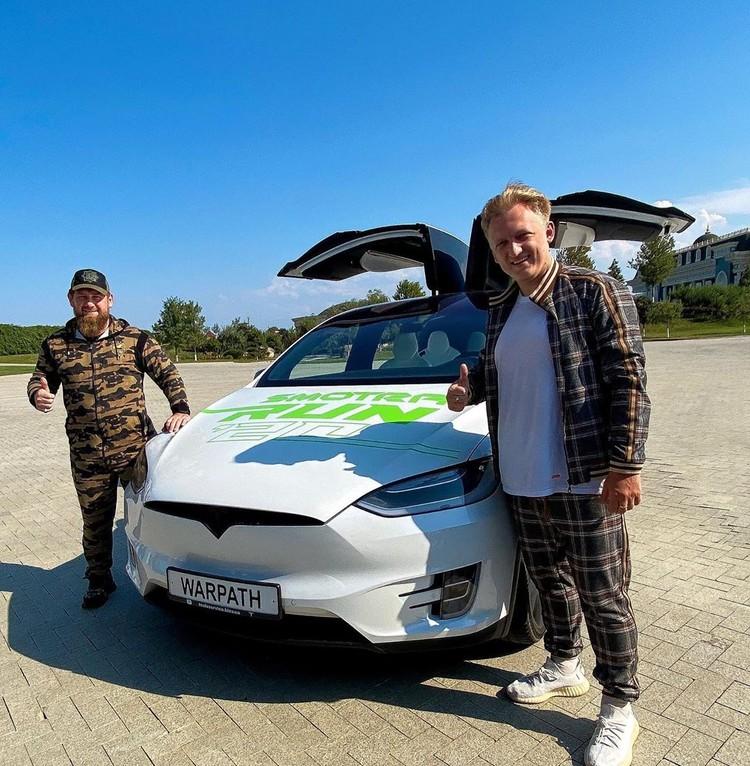 Тесла, на которой везли Моргенштерна - ее одобрил Кадыров
