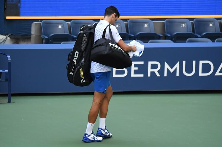 Первая ракетка мира серб Новак Джокович дисквалифицирован с Открытого чемпионата США