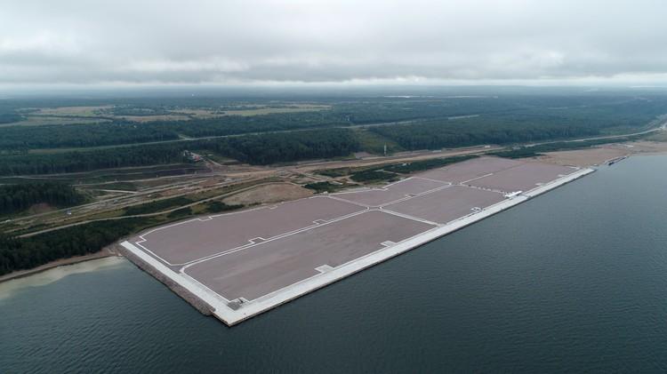 Для того, чтобы построить терминал LUGAPORT, территорию Ленинградской области расширили на 47 га за счет искусственных земель. Фото предоставлено пресс-службой администрации Ленобласти.