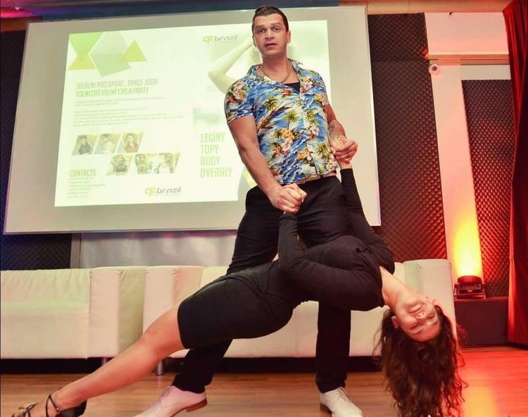 """Как настоящий бразилец, Эдуардо Фаузи любит зажигательные танцы и красивых женщин. Фото: страница Эдуардо Фаузи во """"Вконтакте"""""""