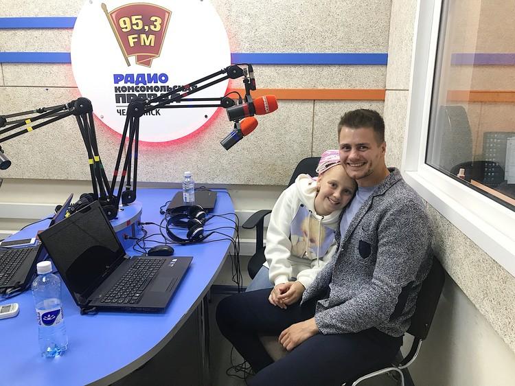 Соня с папой на радио «Комсомольская правда» (95,3 FM).