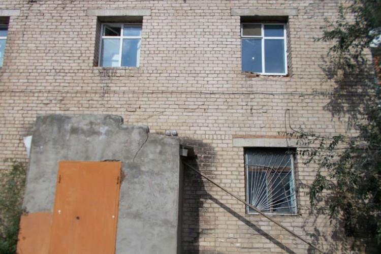 Вор залез в окно на втором этаже торгового центра, а вышел оттуда с 800 тысячами рублей. Фото: ГУ МВД по Забайкалью.