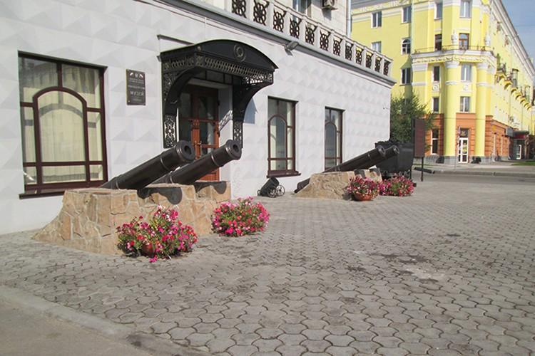 Пантеон «Березовая роща» является памятником истории федерального значения: здесь находится могила знаменитого доменщика Михаила Курако.