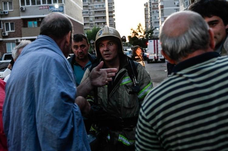 Спасатели говорят, что в квартирах на седьмом этаже остались лишь голые стены.