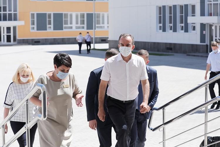 Новые школы в Краснодарском крае губернатор старается открывать лично. Фото: администрация Краснодарского края