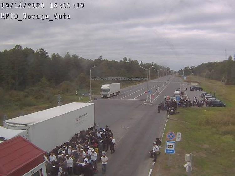 Только за один день на границы побывали около 150 хасидов. Фото: скриншот камеры на пункте пропуска Новая Гута с сайта ГПК