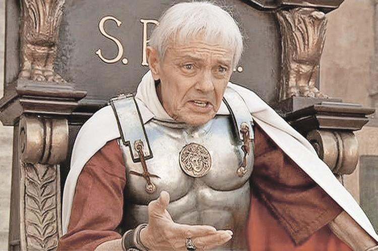 Одна из последних ролей на телевидении - Понтий Пилат в сериале «Мастер и Маргарита» Владимира Бортко (2005). Фото: Кадр из фильма