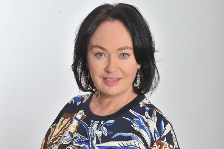 Лариса Гузеева имеет плюс 30 тысяч рублей к своей базовой пенсии, которая составляет около 25 тысяч рублей.