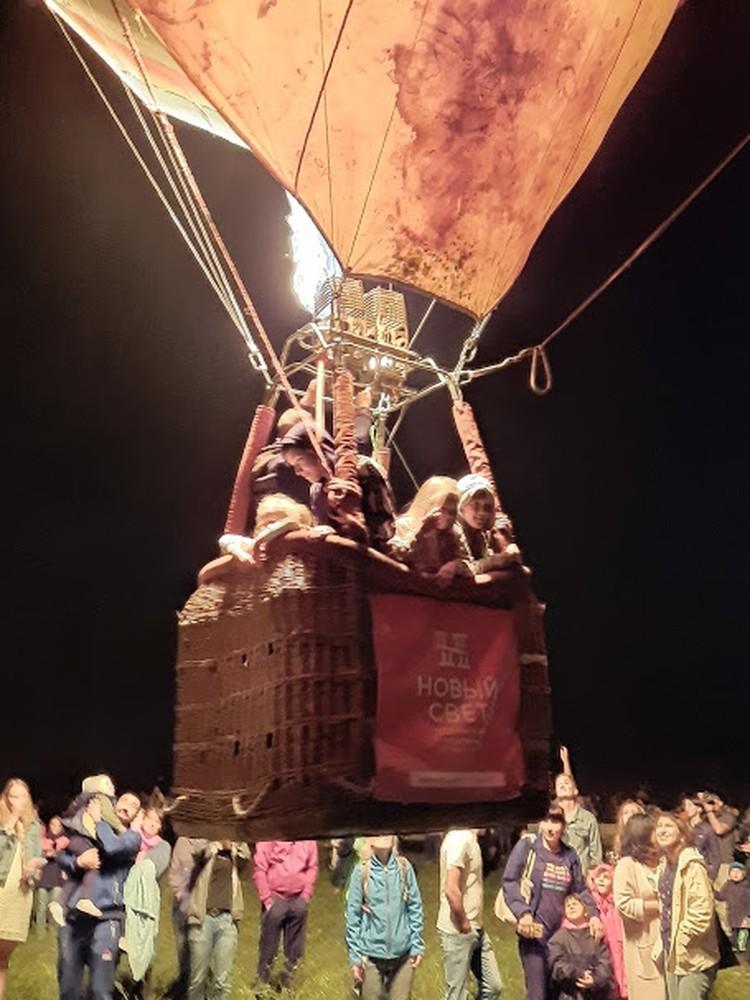 Больше всех возможности подняться в небо на воздушном шаре радовались дети