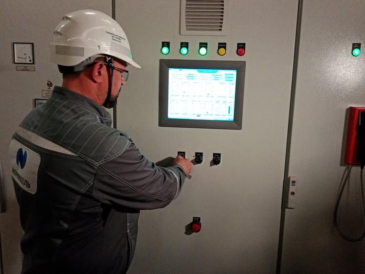 Пусковую кнопку нажал генеральный директор Норильско-Таймырской энергетической компании Сергей Липин