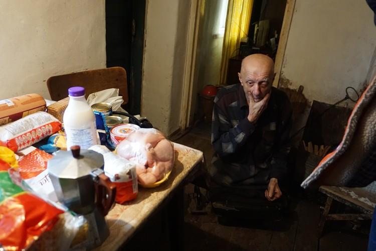 Многие старики выживают только благодаря помощи волонтеров