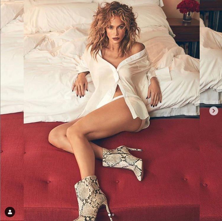 Певица поделилась еще одним кадром - из новой рекламной кампании собственного обувного бренда. Фото: Инстаграм.
