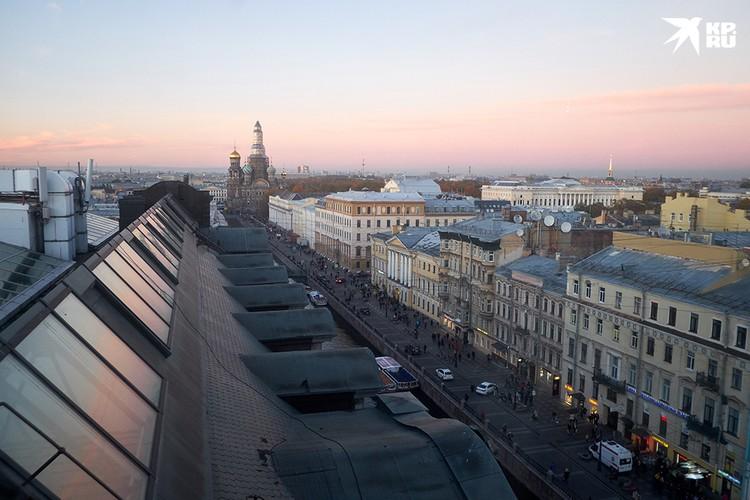 Проблема с экстремалами на крышах домов - давняя проблема, решения которой пока нет.