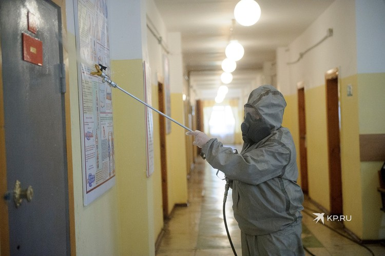 Войска РХБЗ показали, как обрабатываются помещения