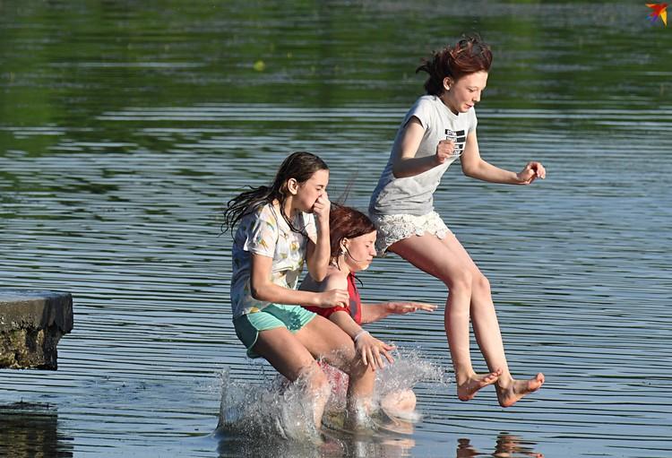 """Cпасатели настоятельно просят: """"Если вы не морж, для своей же безопасности, пожалуйста, не лезьте в воду""""."""