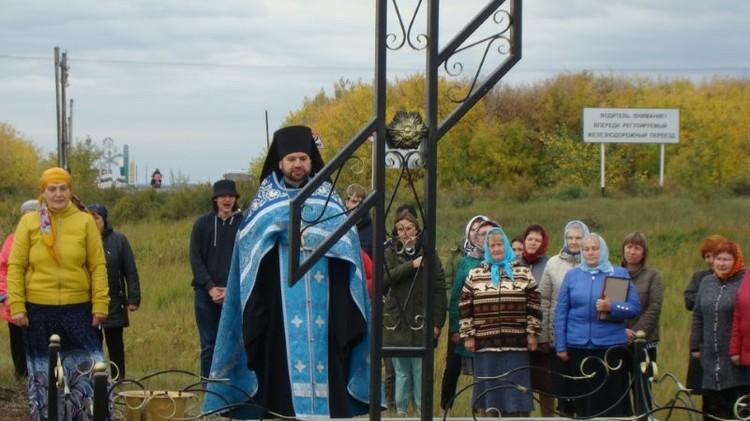 Тот самый поклонный крест. Фото: Карасукская и Ордынская епархия. Фото: личный архив.