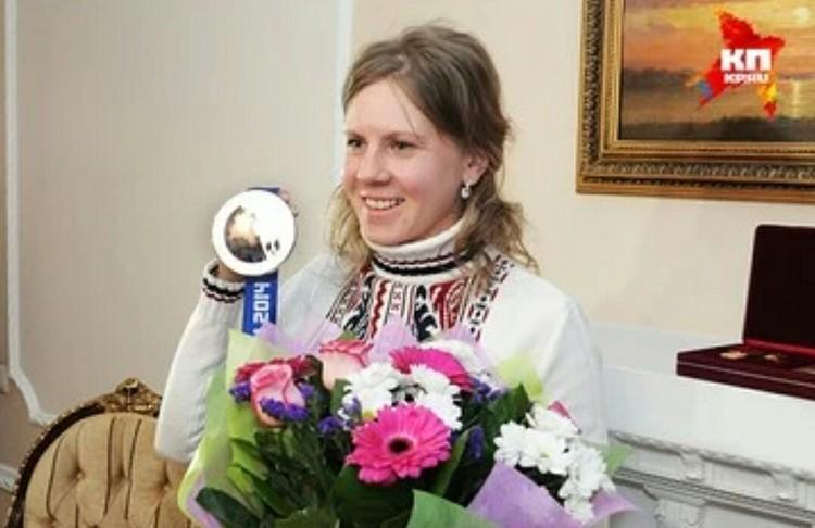 Яна Романова совсем недолго смогла порадоваться честно заработанной наград. Несмотря на то, что ее оправдали, медаль спортсмене не вернут.