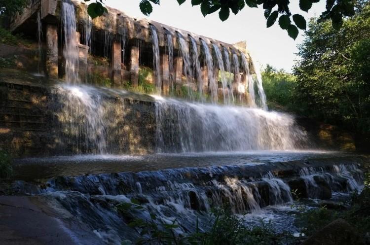 Bскусственный водопад на реке Старая Кенка