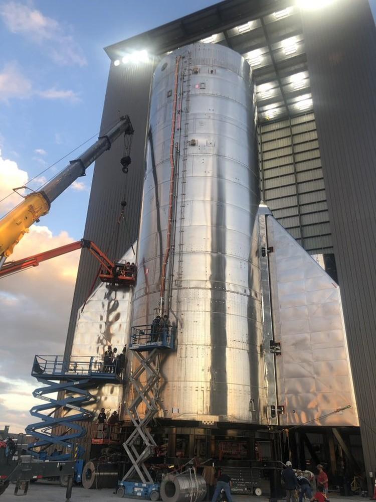 «Starship SN8 с хвостовым оперением», — подписал снимок Илон Маск. Фото: Twitter \ Elon Musk