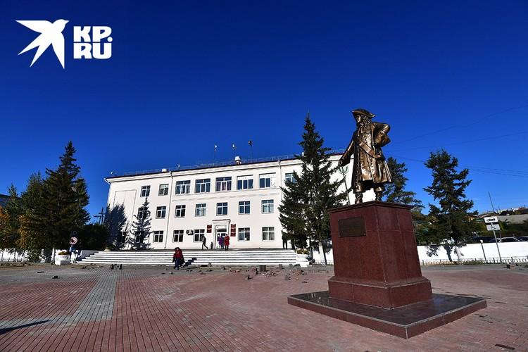 Памятник основателю города Кяхта Савве Лукичу Рагузинскому-Владиславичу.