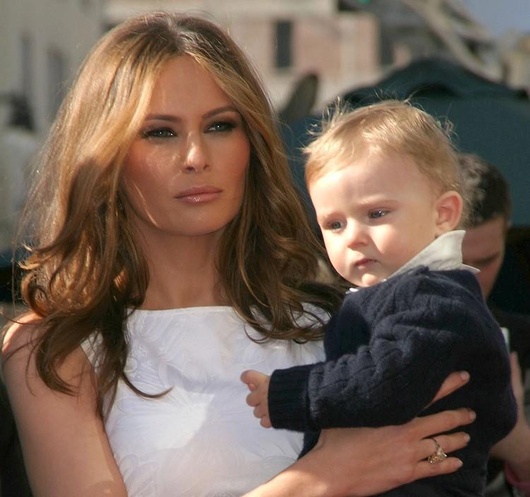 Мелания Трамп с сыном Бэрроном, 2007 г.
