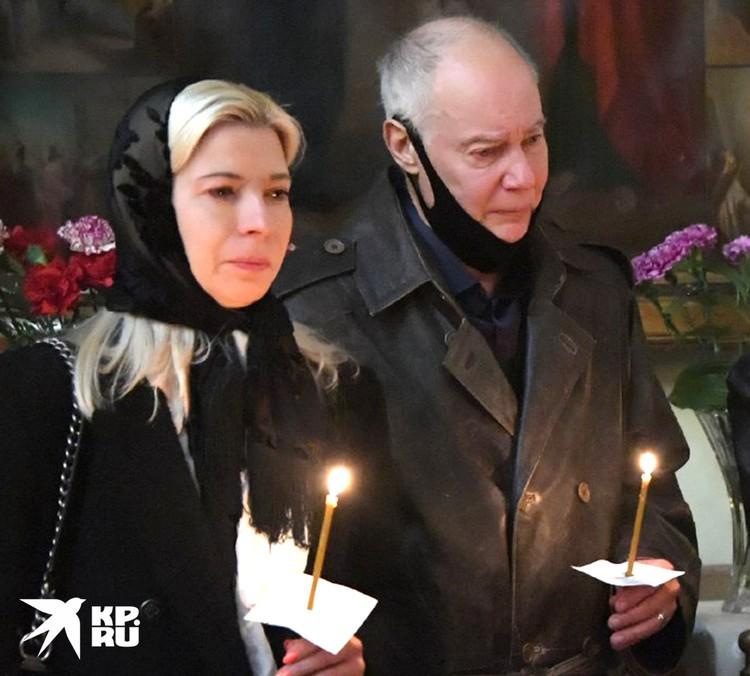 Супруга Святослава Конкина (на фото слева от Владимира Конкина) позаботится об Алисе.