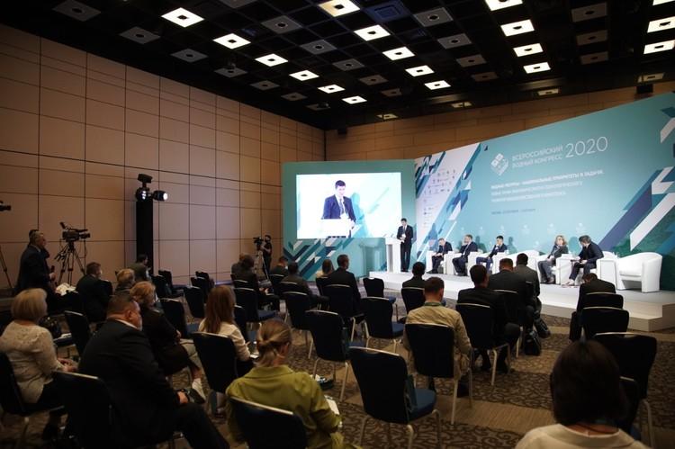 Обсуждение проблем цифровизации вызвало активную дискуссию участников круглого стола. Автор фото: Виктор ЧЕРНЫШОВ