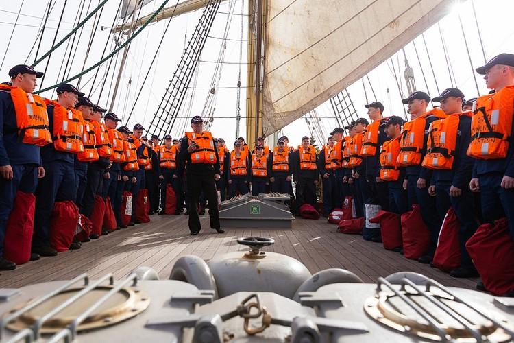 """Безопасность всех, кто на борту - на """"Седове"""", естественно, в приоритете. Фото - Виктор Гуменюк"""