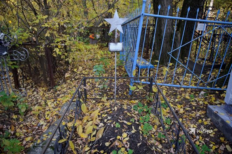 Могила, которую навещал Филипп Киркоров сейчас выглядит вот так.